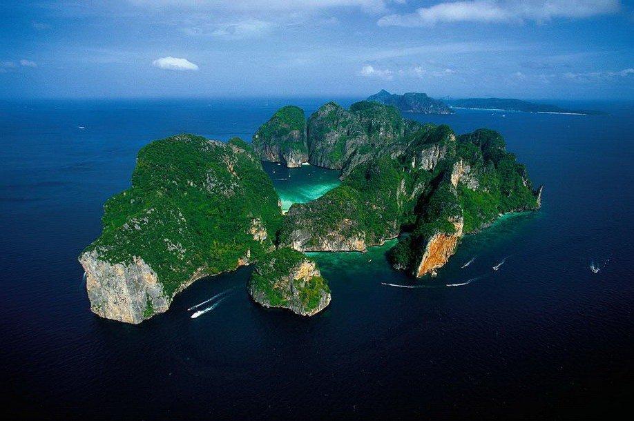 15. Phi Phi Le возле острова Пхукет. Таиланд.