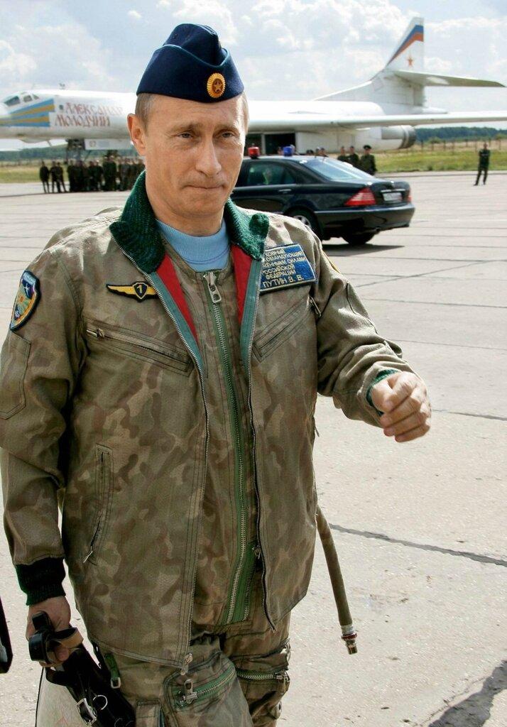 Владимир Путин  в форме летчика.JPG