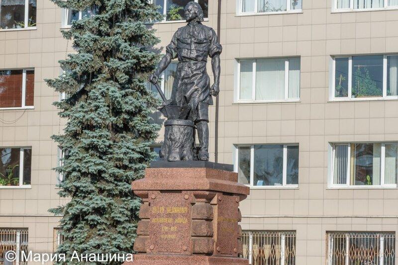 Памятник основателю Тульского оружейного завода Петру Великому