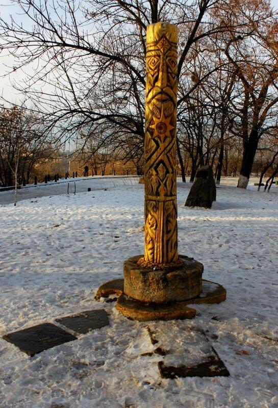 Новый идол Перуна на Старокиевской горе