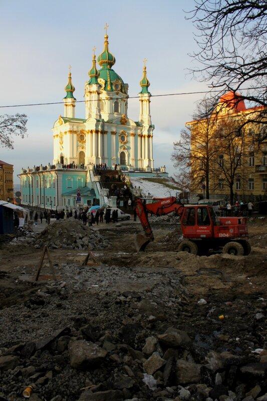 Ремонт дороги перед Андреевской церковью