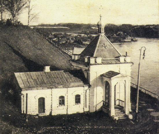 Иверская часовня стоящая на набережной Кн.Федоровской стороны была приписана к Успенскому собору. Часовню разрушили в 1957 году, когда строили новый Старый мост.jpg
