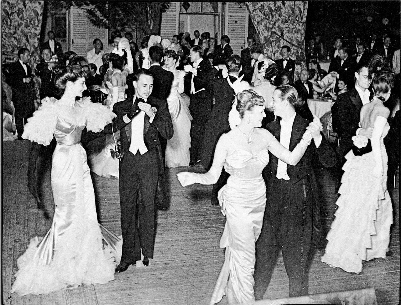 1949. Барон и баронесса Эспе