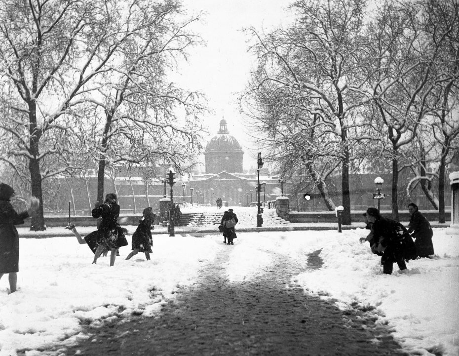 1945. Снежки на мосту Искусств