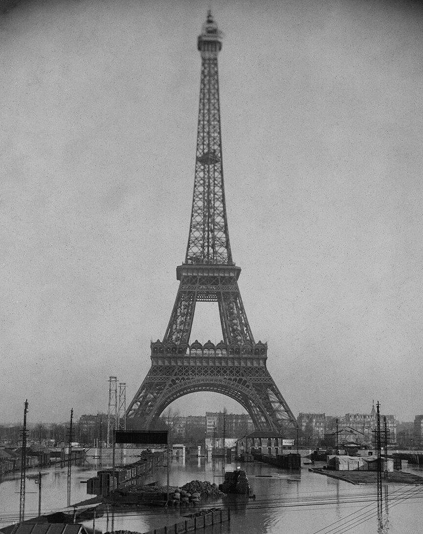 1910. Эйфелева башня