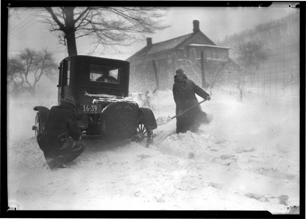 Cattaraugus, Automobile Stuck in the Snow Lewis W. Hine, American, 1874 - 1940 January 1926.jpg