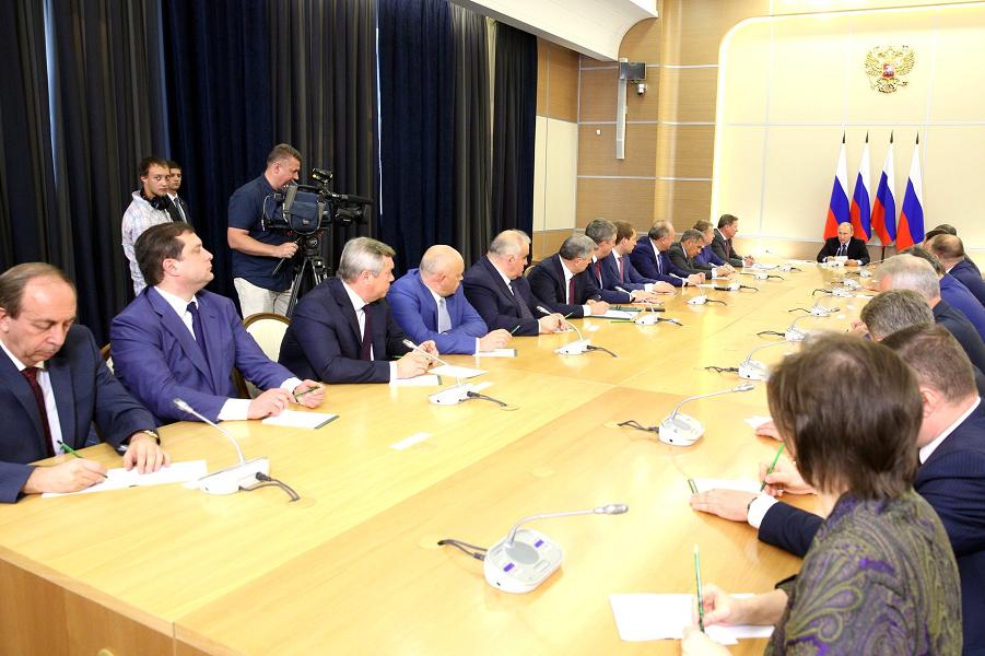 Путин встретился с вновь избранными главами регионов, 17.09.15.png