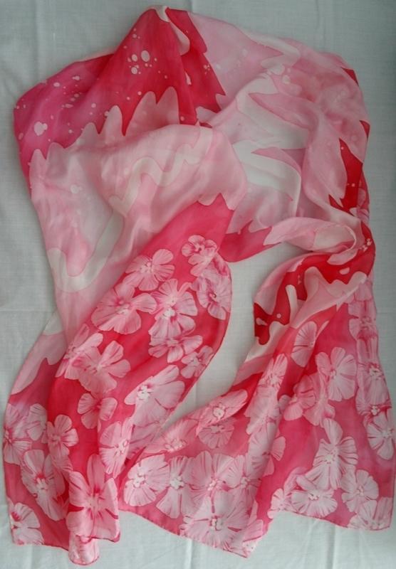 Розовый шарф в технике батик