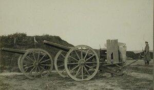 Вид части форта, покинутого австрийцами при отступлении; на переднем плане- артиллерийские орудия.