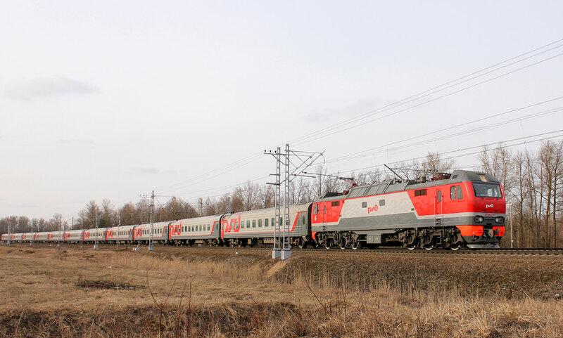 ЭП2К-272 на станции Колпино с ПДСом