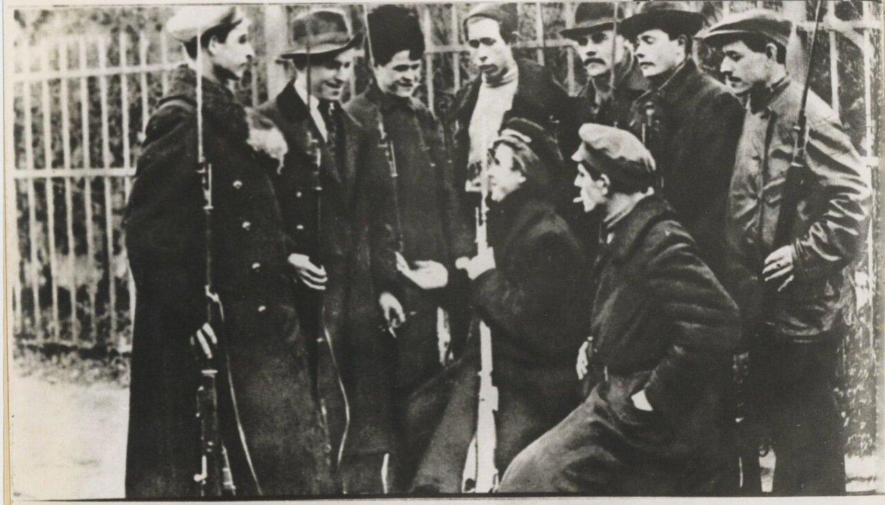1917. Красногвардейцы в Петрограде