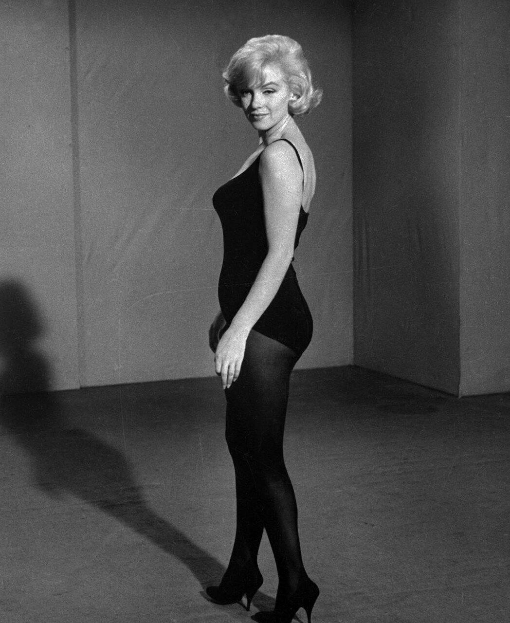 Marilyn Monroe Standing in Profile Pose
