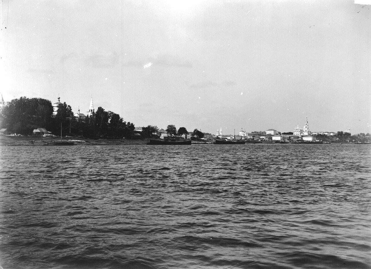 Вид на город с реки