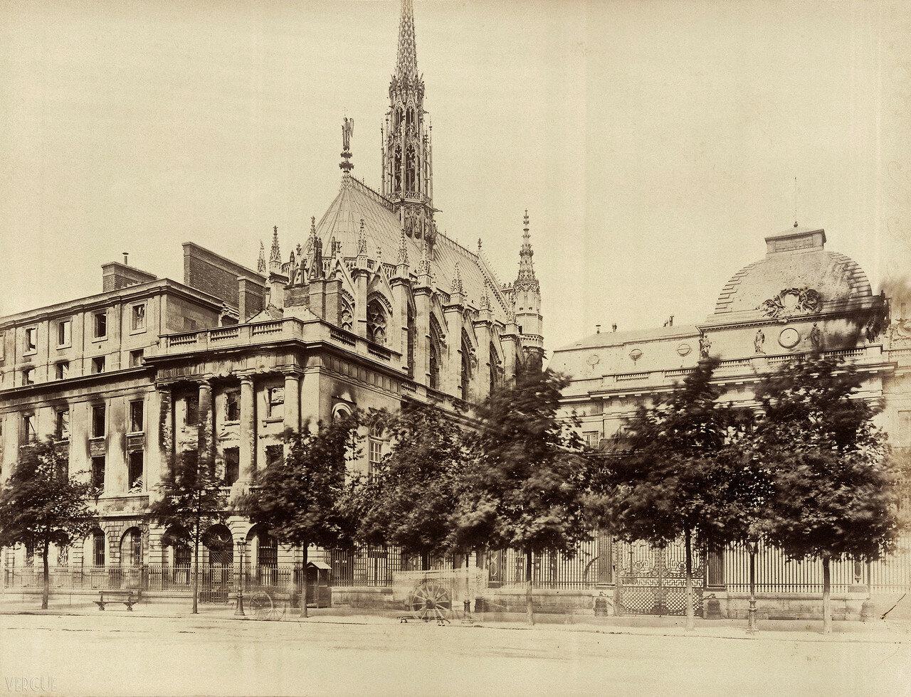 Сожженное здание суда