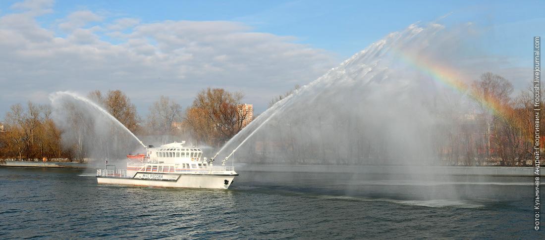 работа лафетных стволов и система водяных завес многоцелевой пожарно-спасательный корабль Полковник Чернышев