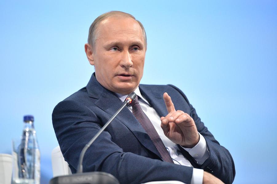 Путин отвечает на ПМЭФ-2015.png
