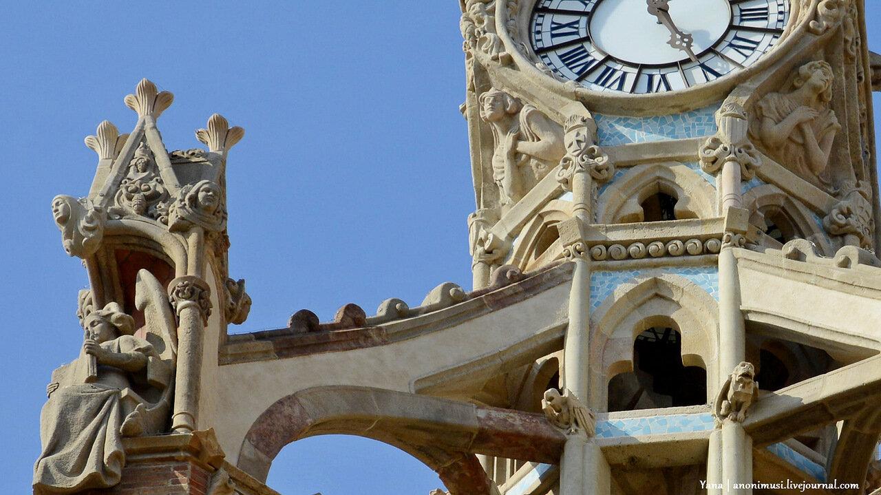 Больница Сант-Пау или Святого Павла (Hospital de la Santa Creu i Sant Pau) в Барселоне. Испания