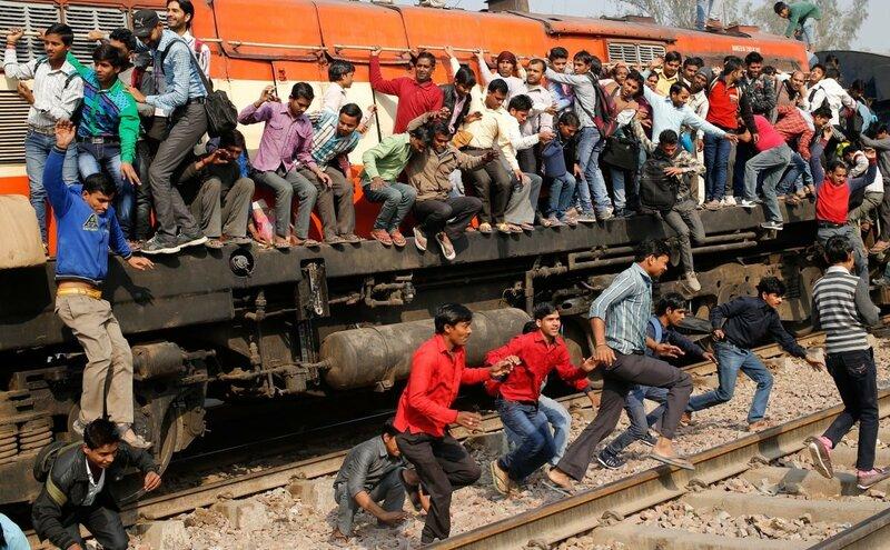 0 17c9c2 d7226522 XL - Почему в Индии пассажиры поезда ездят снаружи