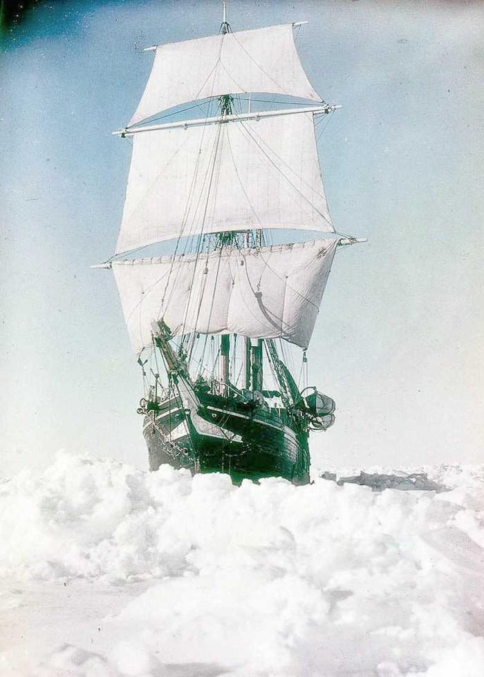 11. «Эндьюранс», скованный льдами.