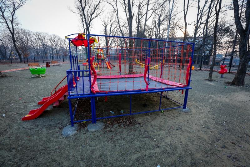 Настройке детской площадки вДолинске отыскали  расчлененный труп