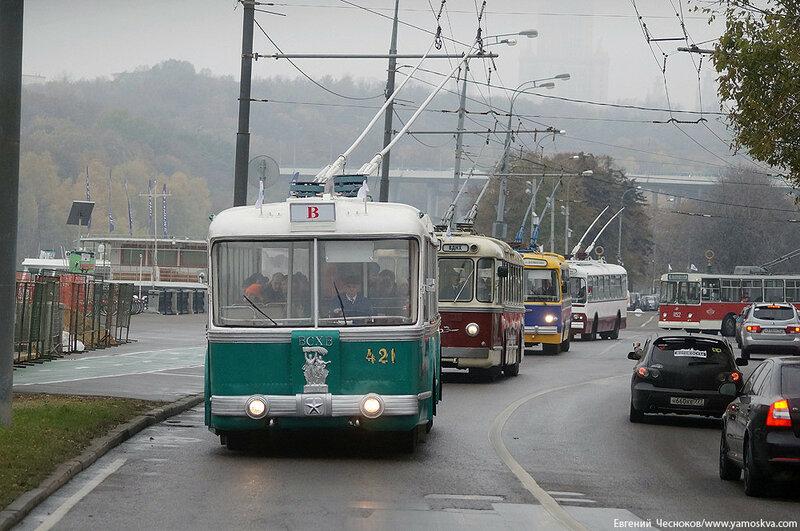 Осень. Парад троллейбусов. ТБЭС ВСХВ. 24.10.15.14..jpg