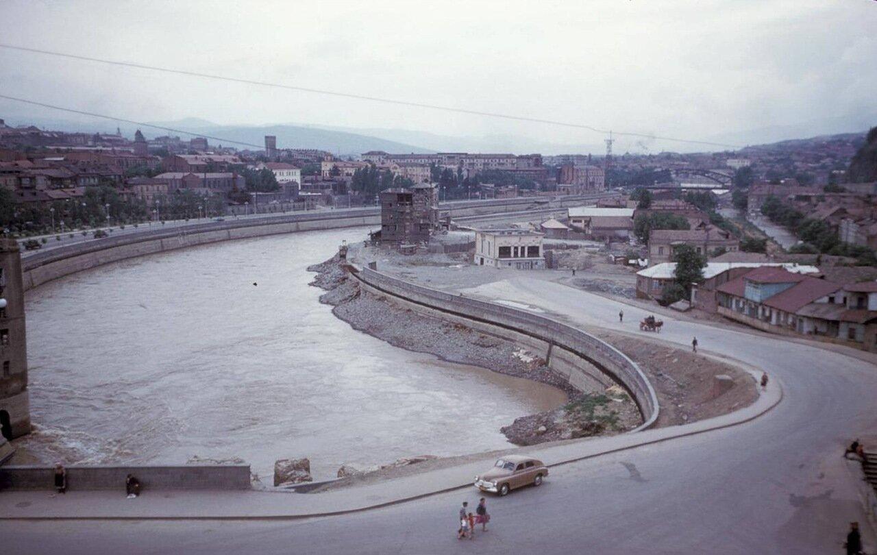 Тбилиси. Вид на город и реку Кура