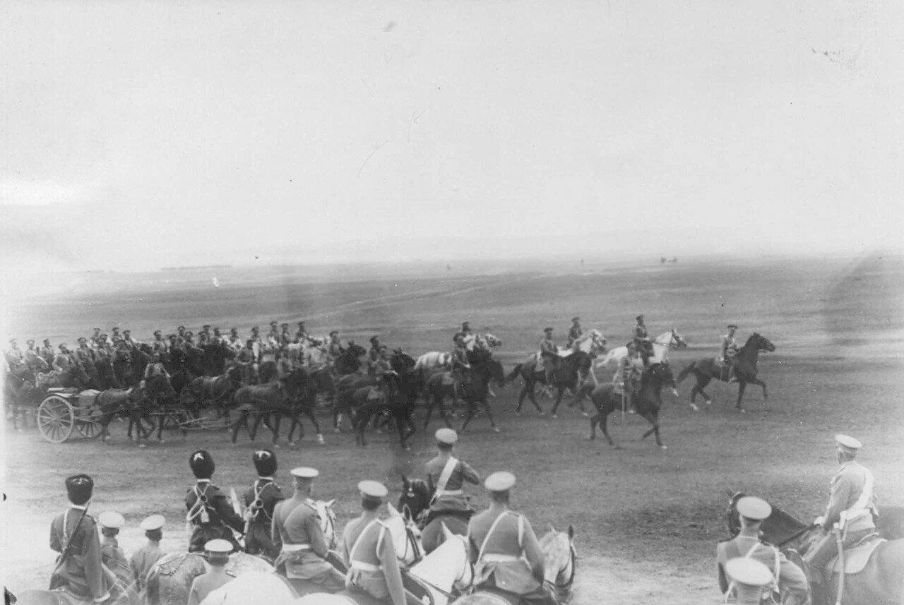 12. Кавалерийские части на параде войск гарнизона. 25 июля 1913