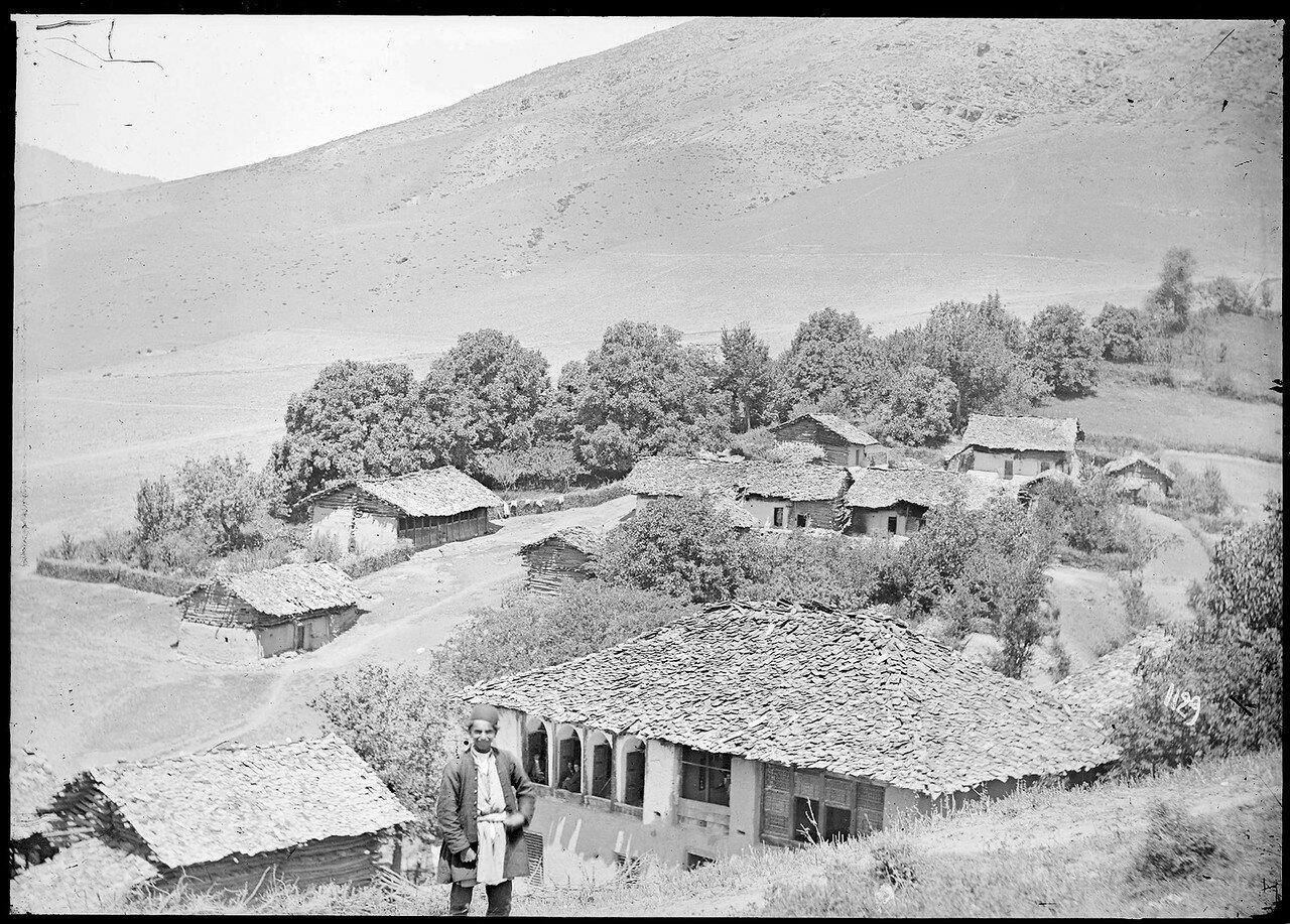 Крыши небольшой деревни, скорее всего на северном побережье Ирана, у Каспийского моря