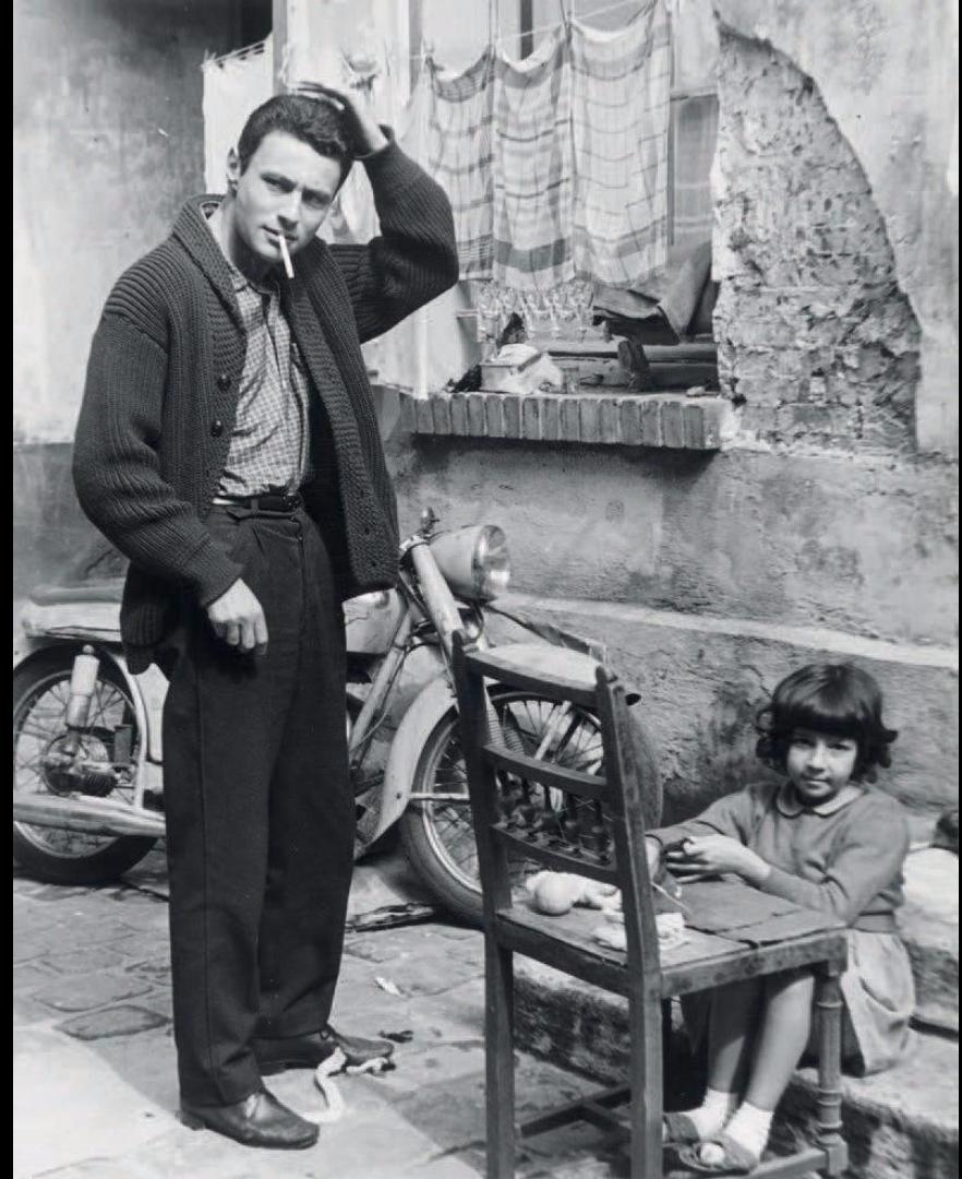 1955. Молодой человек с мотоциклом