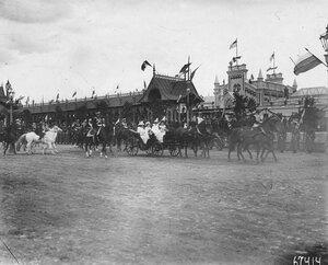 Отъезд итальянского короля Виктора Эммануила III и его семьи в сопровождении императорской фамилии с вокзала .