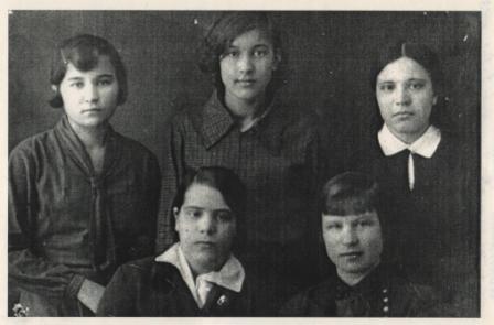 М. Корякина. 1934. Сидит справа.jpg