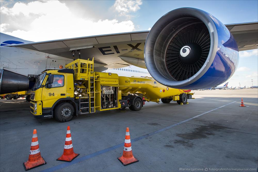 Как заправляют самолеты