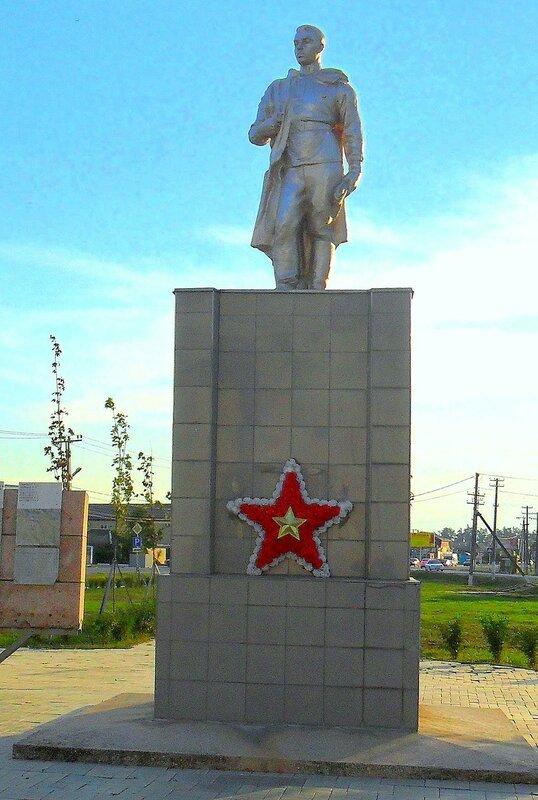 У памятника ... SAM_3459 - 1.JPG