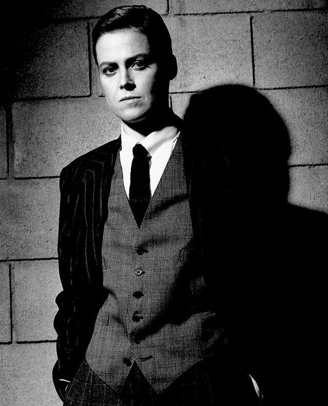16. Сигурни Уивер в мужском костюме, Лос-Анджелес (1983)