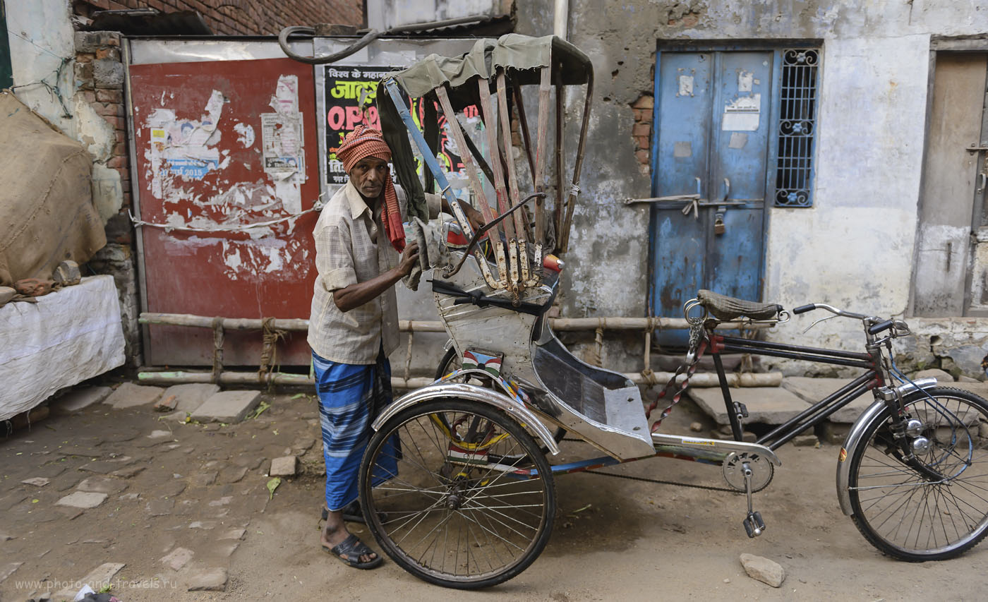 Фото 3. Индийский велорикша. Прогулка по утреннему Варанаси во время путешествия по Индии. 1/320, -0.33, 2.8, 250, 24.