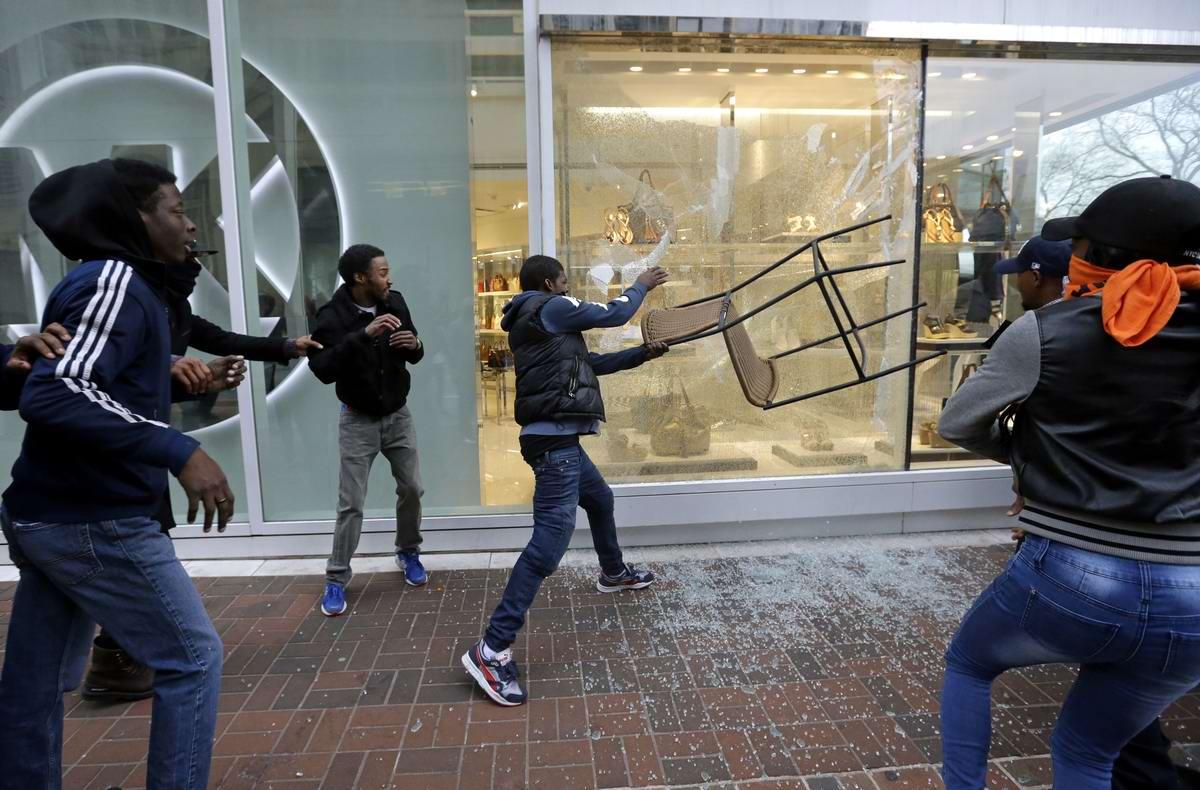 Конец полицейскому государству: Массовые протесты и уличные погромы в Балтиморе (США) (41)