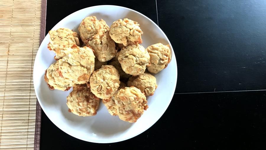 Несладкое сырное печенье сырное с арахисом