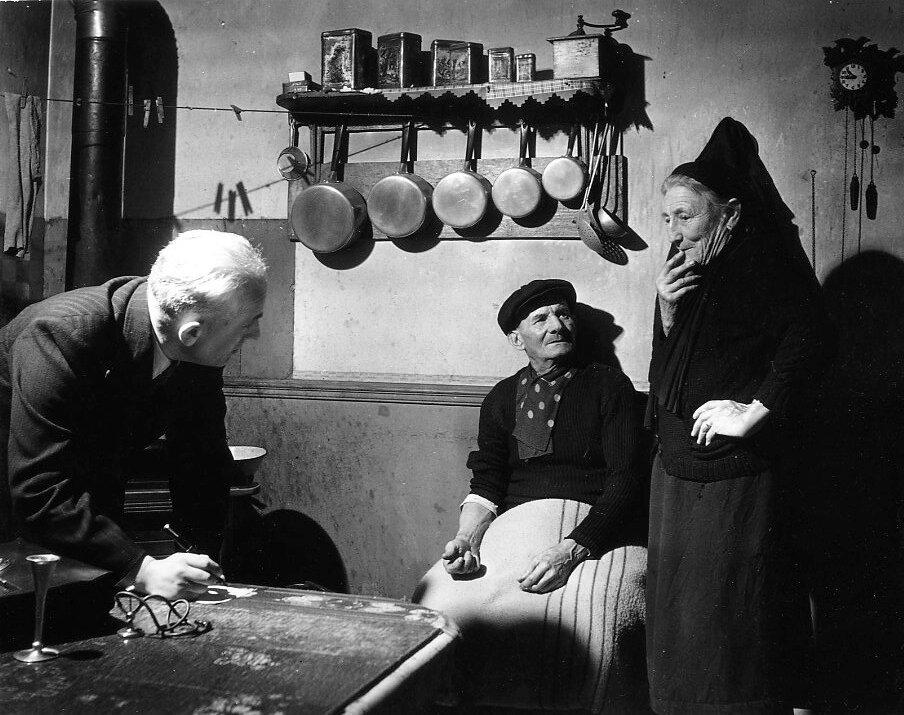 1948. Врач в пригороде Иври