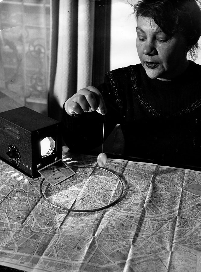 1948. Г-жа Мори, ясновидящая
