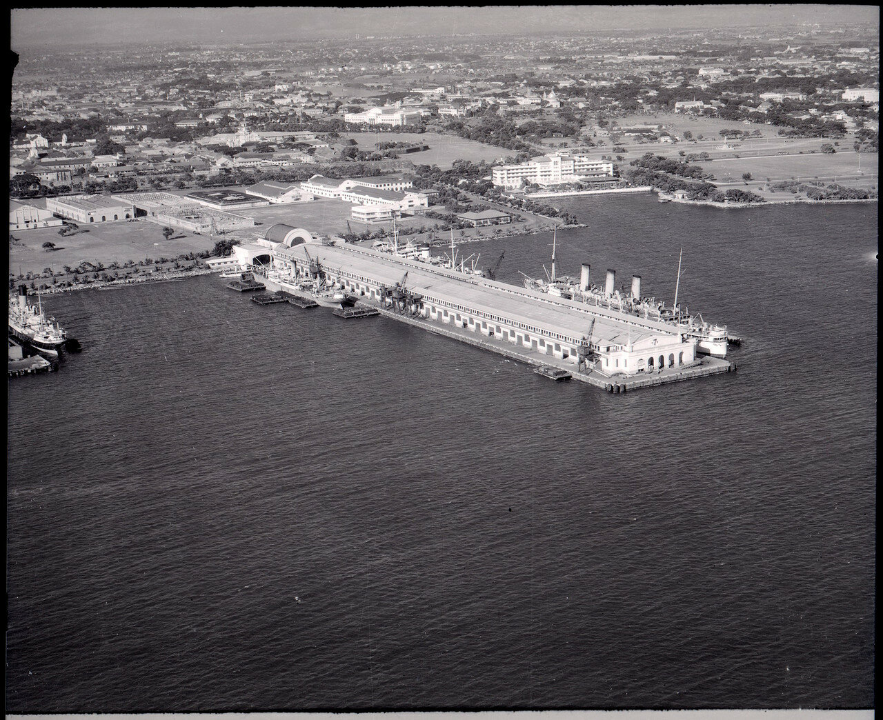 Манильский залив. Пирс №7