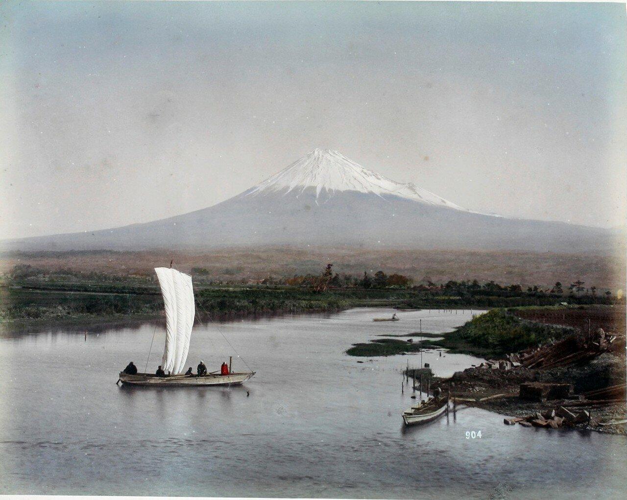 Фудзияма с реки Нумакава на Токайдо