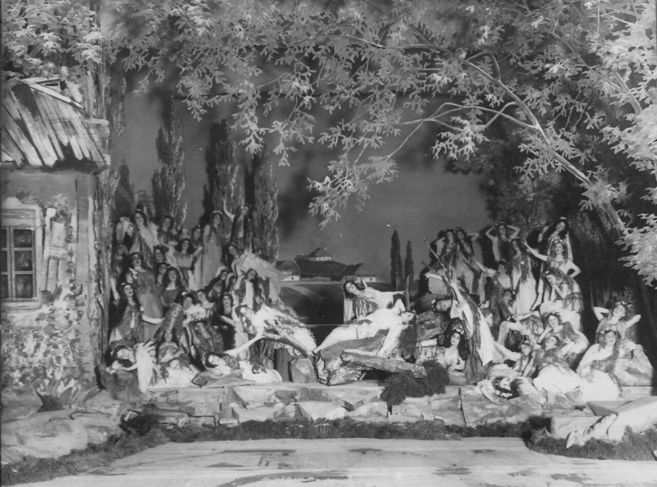 10. Сцена царства русалок из 2-го действия оперы А.Н. Римского-Корсакова «Майская ночь». 1910