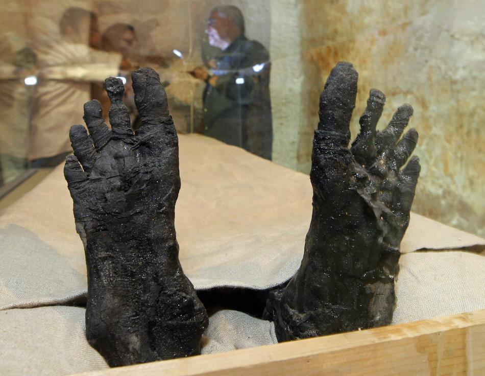 Ступни ног фараона. 2007