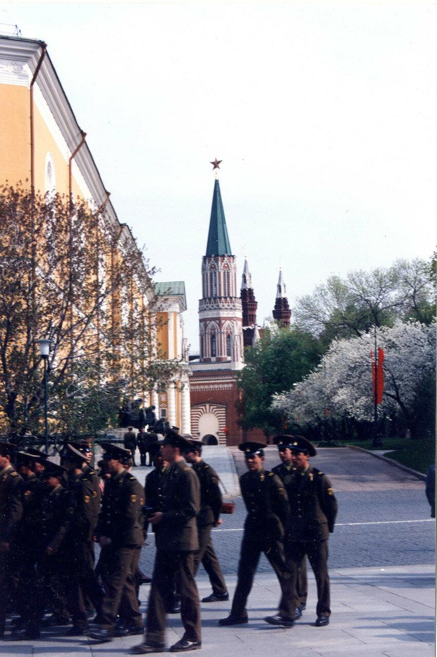 Советские солдаты в Кремле