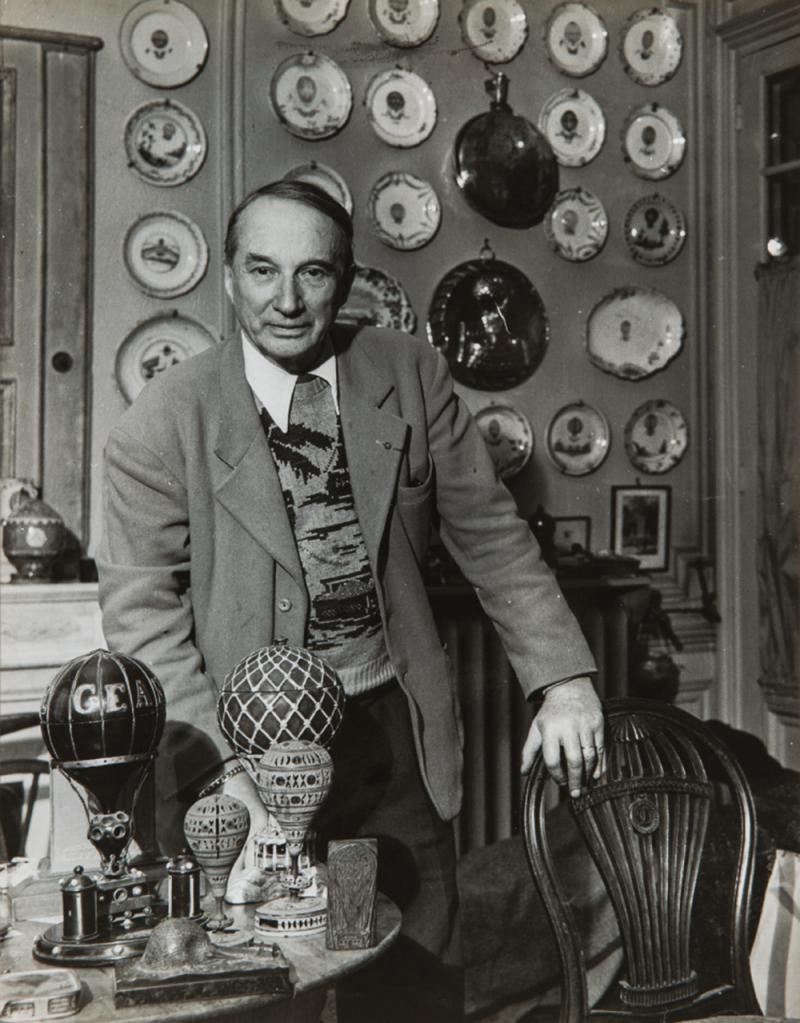 1960. Одуен Шарль Дольфюс со своей коллекцией шаров