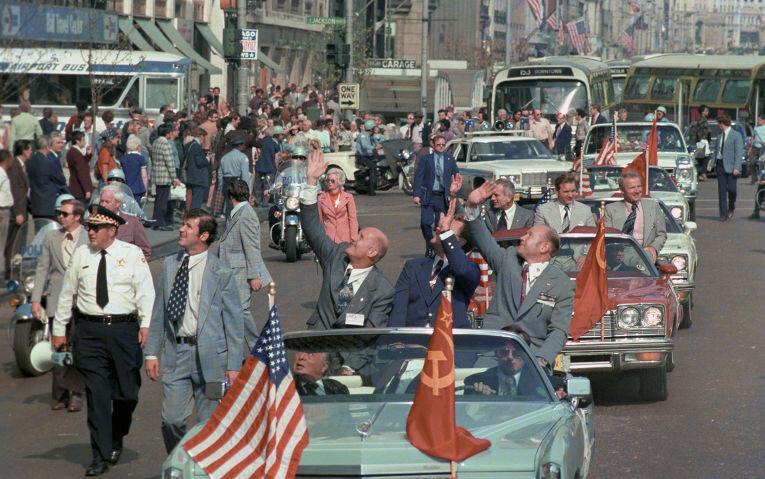 1975 советские космонавты в США РИА Новости Эдуард Песов.jpg