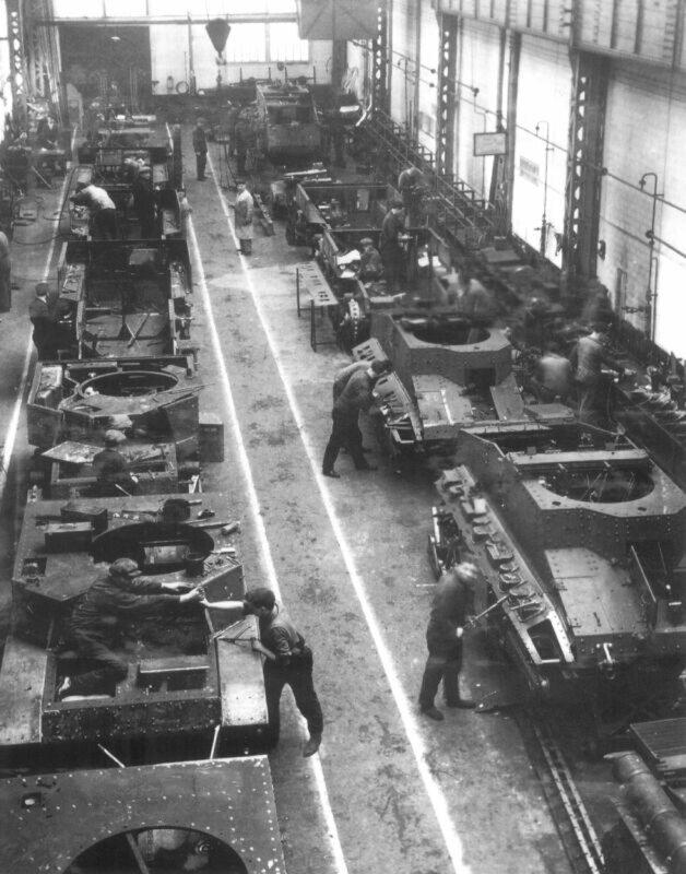 Les_Ateliers_de_construction_d'Issy-les-Moulineaux,_1935_AMC_35_ACG_1_Tanks.jpg