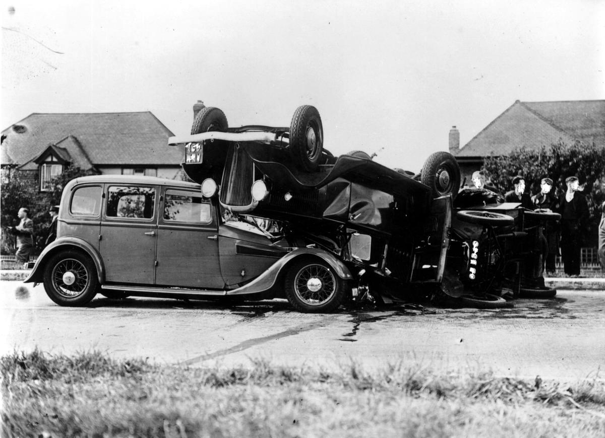 Автомобильные аварии в Лондоне и его окрестностях на фото 1-й половины 20 века (14)