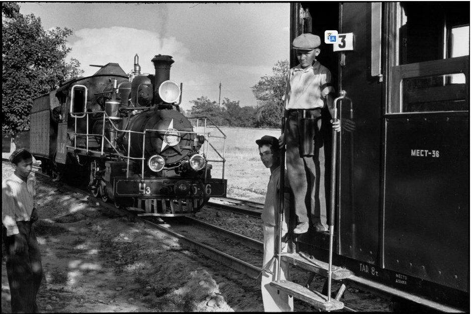 1954. Узбекистан. Ташкент. Комсомольское озеро. Детская железная дорога