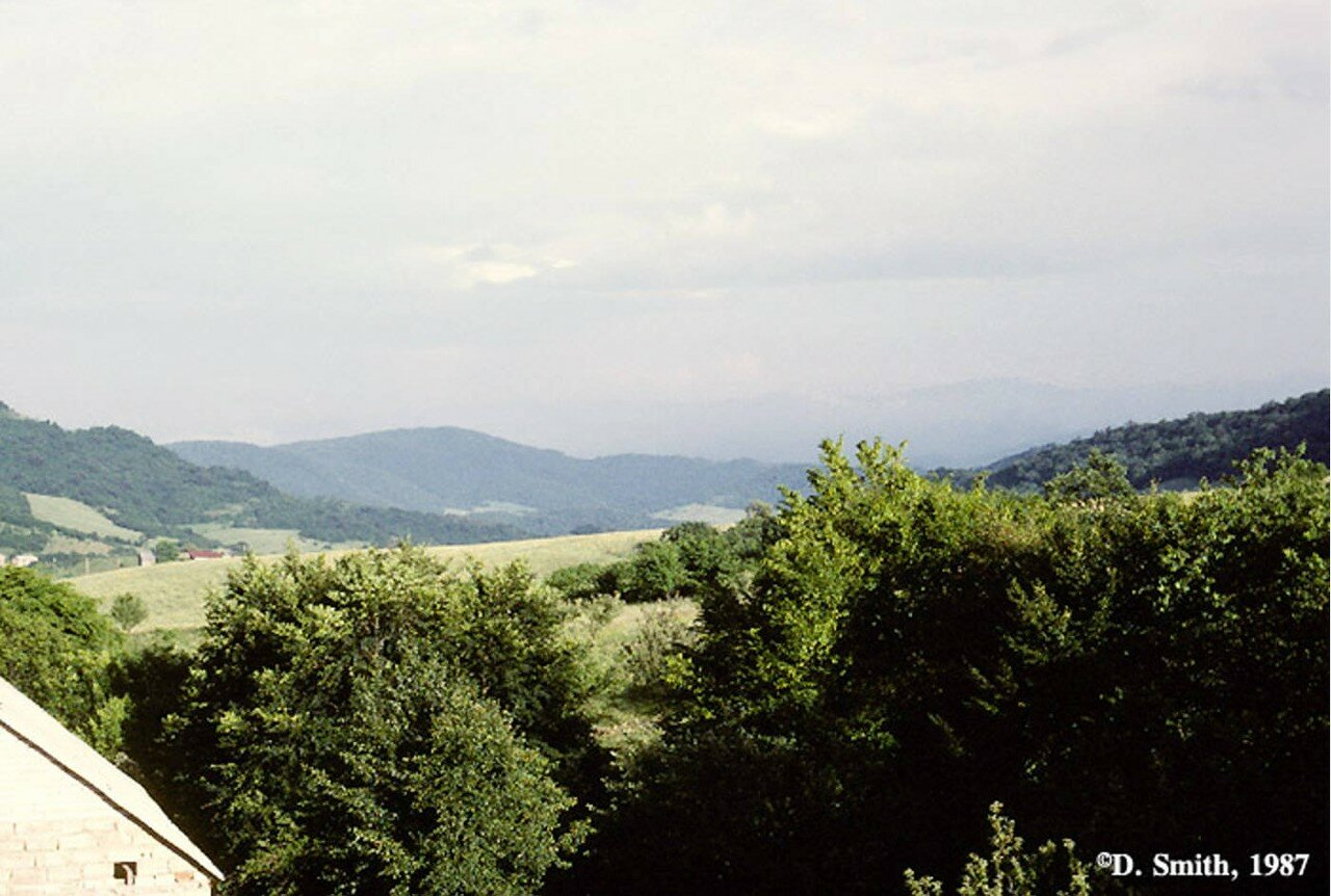Вид Уральских гор из поезда на Транссибирской магистрали